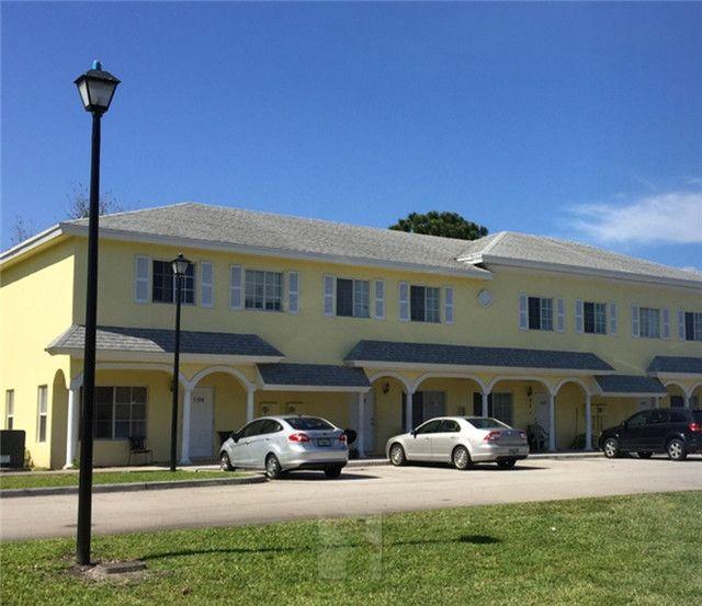 佛罗里达州 西棕榈滩 联排别墅 30单位 年净收入31.6万美元 净租金回报率5.5% 人口密集