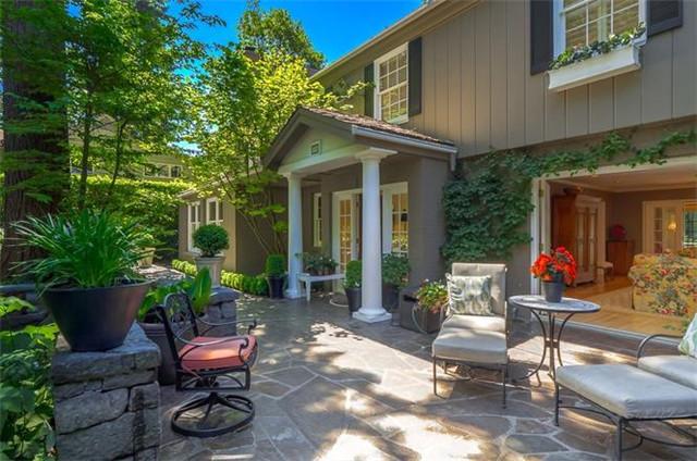波特兰 Lake Oswego 传统别墅 6卧4.5卫 私人阳台 精美厨房 美丽花园 舒适生活