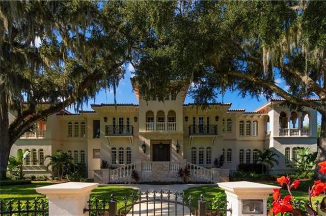 坦帕Tampa 西班牙风格别墅 2009年建造 带游泳池和家庭影院 优质学区 出行便利